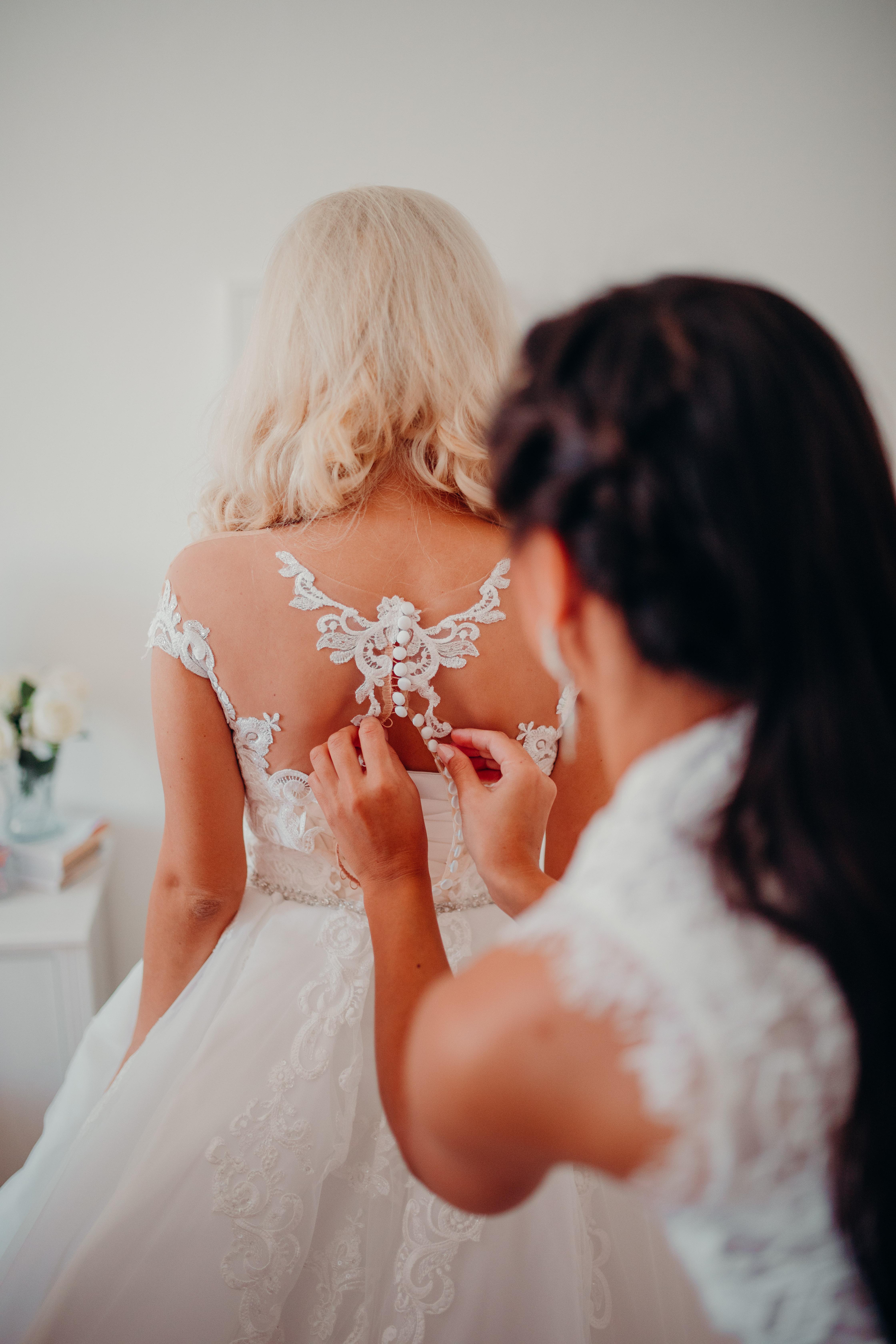 obliekanie nevesty svadba